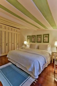A bed or beds in a room at Pousada do Sandi