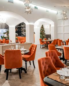 A restaurant or other place to eat at Hotel Palace Ukraine