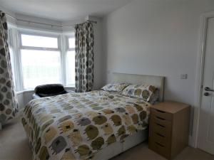 A bed or beds in a room at Townhouse @ Leek Road Stoke