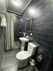 A bathroom at Maximus hotel