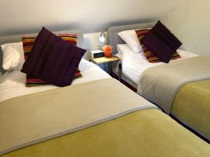 A bed or beds in a room at Priors Oak B & B
