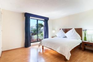 A bed or beds in a room at Exe Suites San Marino
