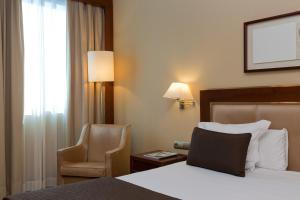 A bed or beds in a room at Hotel Nuevo Madrid