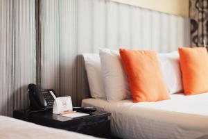 A bed or beds in a room at Comfort Hotel East Melbourne
