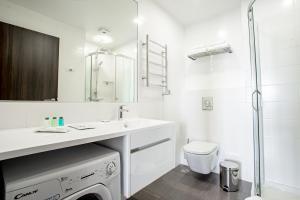 A bathroom at Ramada Hotel & Suites by Wyndham Novosibirsk Zhukovka