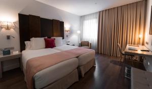 Cama o camas de una habitación en La Laguna Gran Hotel