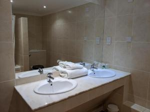 A bathroom at London Beach Country Hotel & Golf Club