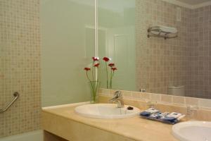 Un baño de Holiday World RIWO Hotel.