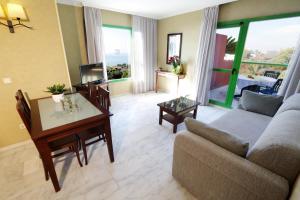 Zona de estar de Holiday World RIWO Hotel.