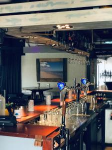 De lounge of bar bij Camping de Brem