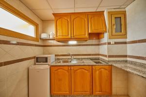 A kitchen or kitchenette at Apartamentos Ben-Hur
