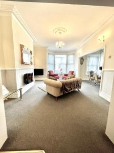 A seating area at Large Luxury Apartment Blackpool
