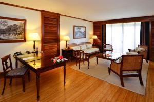 A seating area at InterContinental Tahiti Resort & Spa