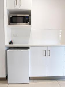 A kitchen or kitchenette at Casa Nostra Motel Mackay