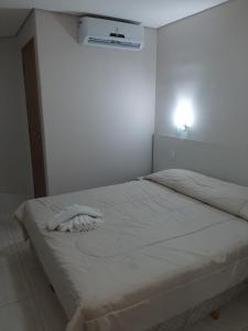 Cama ou camas em um quarto em Alzira Park Hotel Ltda