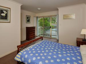 A bed or beds in a room at Modern 3 Bedroom Townhouse