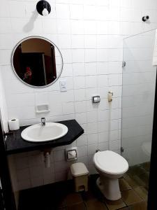 A bathroom at DUNNAS PARK HOTEL