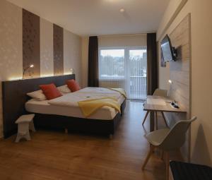 Ein Bett oder Betten in einem Zimmer der Unterkunft Gasthaus zur Quelle