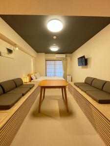 A seating area at Residential Hotel Hare Shin-Osaka