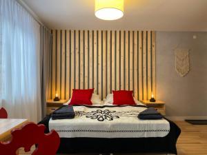 Łóżko lub łóżka w pokoju w obiekcie Willa Leśna