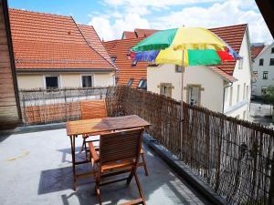 Ein Balkon oder eine Terrasse in der Unterkunft charmante Pension zentral