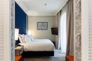 Cama o camas de una habitación en Pestana Plaza Mayor Madrid