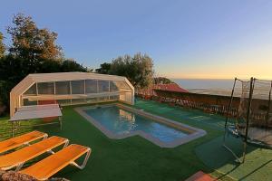 Bazén v ubytování Villa con piscina privada climatizada nebo v jeho okolí