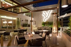 A restaurant or other place to eat at EPIC SANA Lisboa Hotel