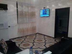 Uma TV ou centro de entretenimento em Villa SUPER