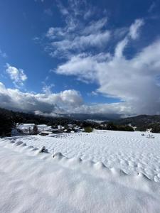 冬のかや山の家の様子