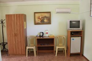A television and/or entertainment center at Romashka Guesthouse