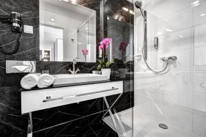 حمام في فندق يونيكوس بالاس
