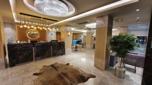 The lobby or reception area at Golden Royal Hotel