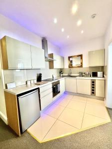 A kitchen or kitchenette at Large Luxury Apartment Blackpool