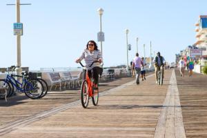 Biking at or in the surroundings of Dunes Manor Hotel & Dunes Suites