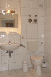 Ein Badezimmer in der Unterkunft Ferienwohnungen an der Therme
