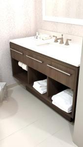 A bathroom at Home2 Suites By Hilton Walpole Foxborough