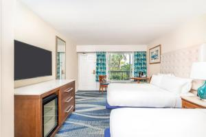 A television and/or entertainment center at Holiday Inn Key Largo, an IHG Hotel