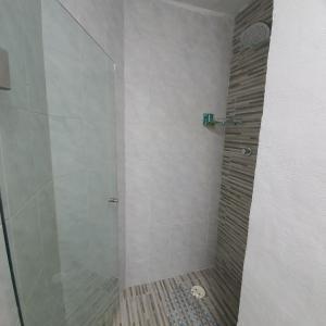 Un baño de MARLIN TURQUESA RENTAS VACACIONALEs