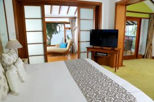 A bed or beds in a room at Taj Malabar Resort & Spa, Cochin.