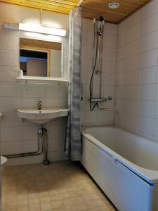 Kylpyhuone majoituspaikassa Saariselkä Inn Majatalo Panimo