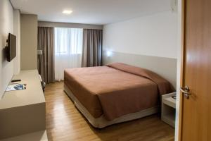 A bed or beds in a room at Marante Executive Hotel