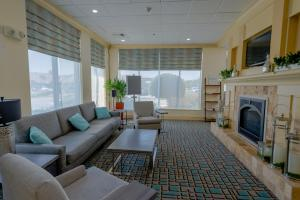 A seating area at Hilton Garden Inn Outer Banks/Kitty Hawk