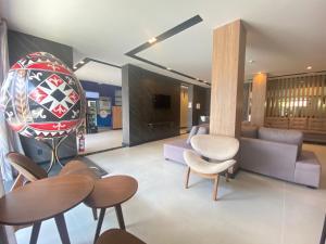 Uma área de estar em Mayná Palace Hotel