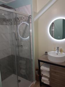 Salle de bains dans l'établissement Lucriolla