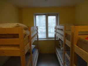 Двухъярусная кровать или двухъярусные кровати в номере А-хостел