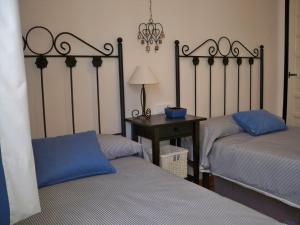Łóżko lub łóżka w pokoju w obiekcie El Capistrano Sur