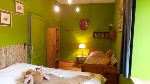 A bed or beds in a room at Les Chambres du Logis du Chatelier