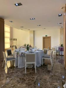 A restaurant or other place to eat at Gran Hotel Don Manuel