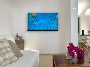 Uma TV ou centro de entretenimento em FONTEIN Top